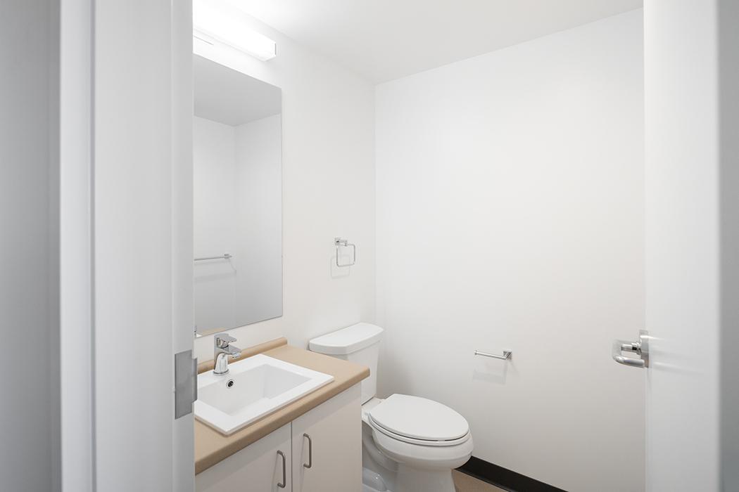 Tallwood House Studio Bathroom